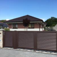 Hliníkový plot Porto - hnedý