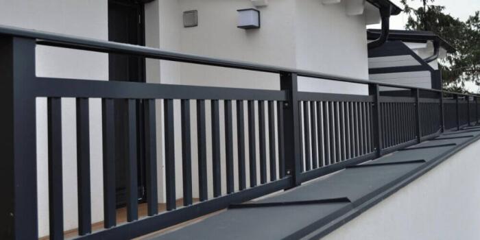 Zábradlia a balkóny